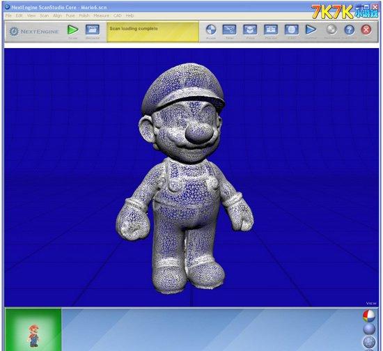 来自英国的乐高玩家带来了大号乐高超级马里奥及制作流程,不看不知道,原来乐高玩具不是一个一个愣拼拼就的,还是非常有技术含量的一项工程:   首先找来小马里奥大叔模型,用NextEngine 3D扫描仪进行扫描: